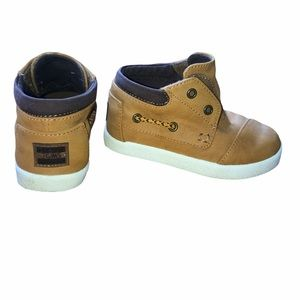 7T Toms boys dress up sneakers/ pull on shoes